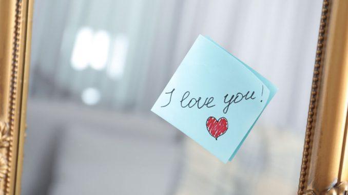"""Post-it mit """"Ich liebe dich"""""""